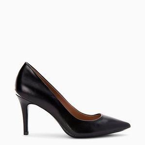 Calvin Klein Gayle Lether Pump in Black